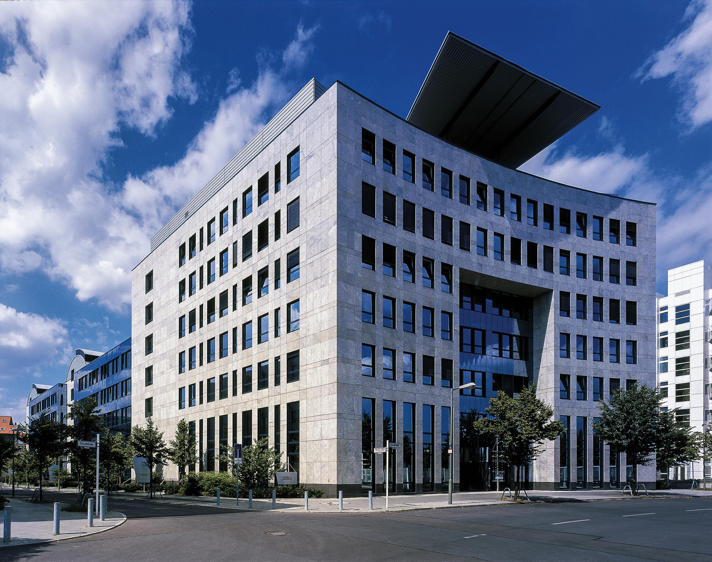 Hauptgeschäftsstelle der Cronon GmbH in der Pascalstr. 10 in Berlin
