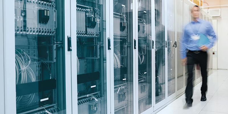 Serverschränke als Illustration für Cronon IT-Services